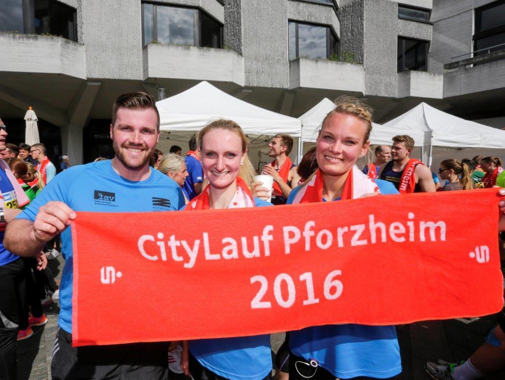 Teilnehmer vom Funlauf mit Citylaufbanner. Fotograf: Tilo Keller